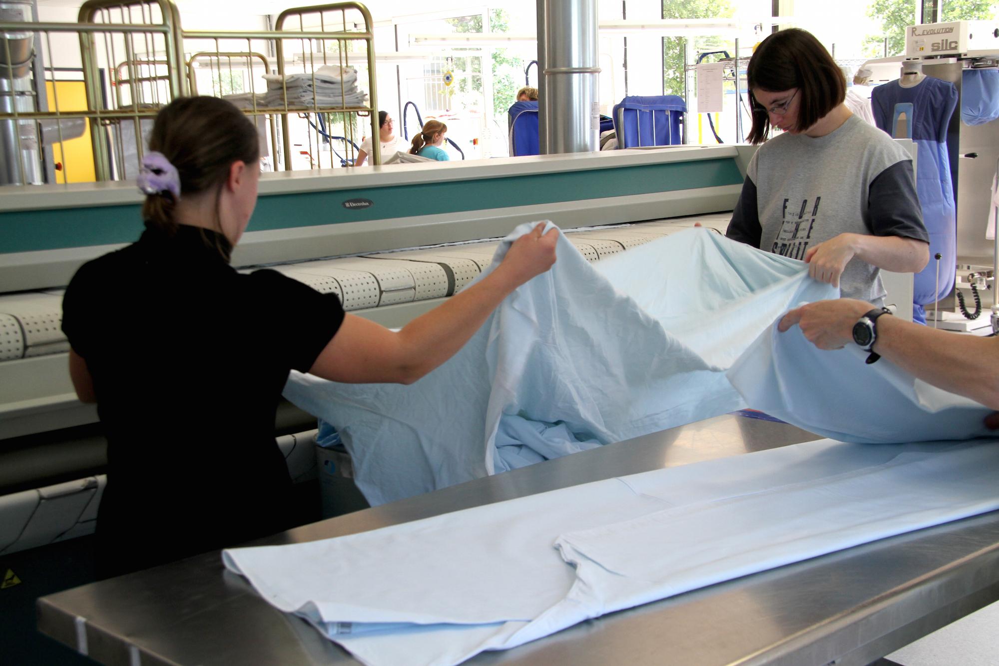 Blanchisserie industrielle delos apei 78 for Piscine mantes la ville